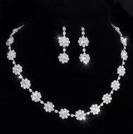 Bruidsbijouterie set halsketting en oorstekers
